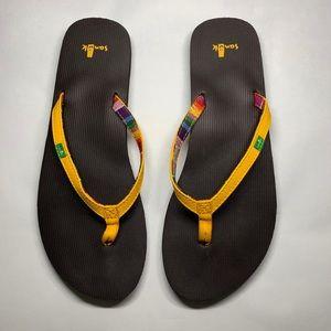 Sanuk yellow yoga mat flip flops